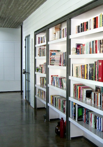 Hazayit Residence - Library 1