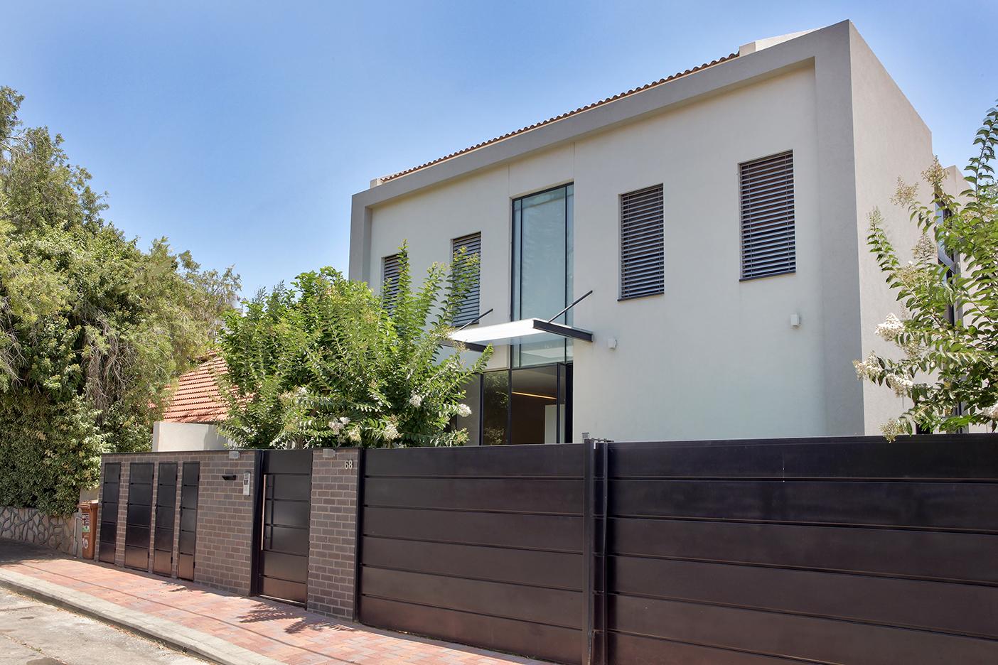 House in Ra'anana - Entrance 1