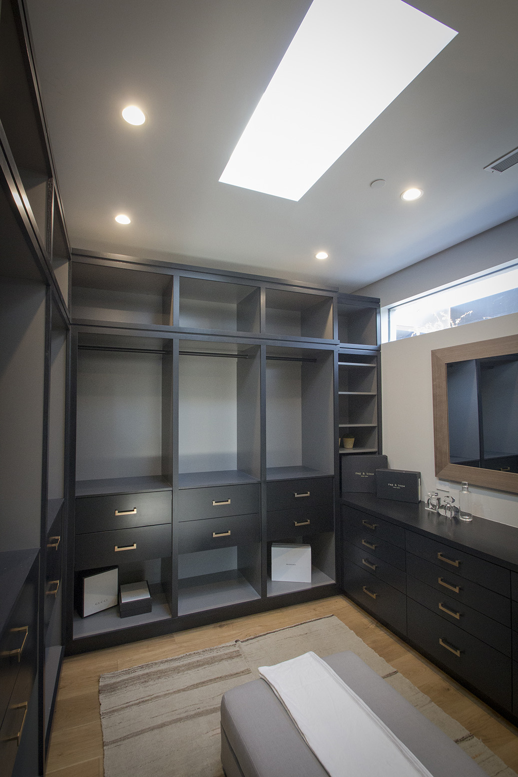 Maryland Drive House - Closet room 2