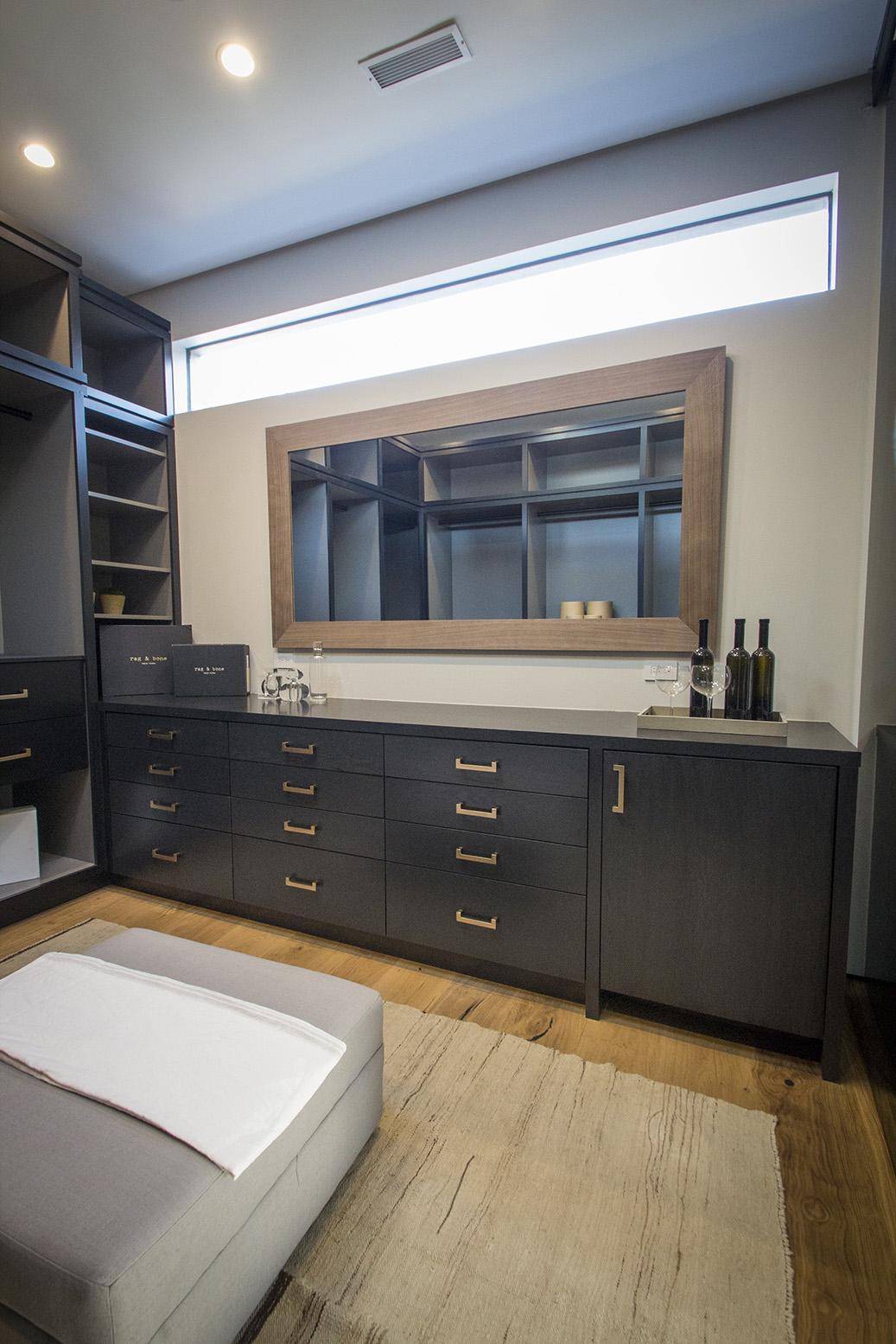 Maryland Drive House - Closet room 1